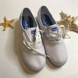 Keds woman  shoes size 8.5 color withe nwot